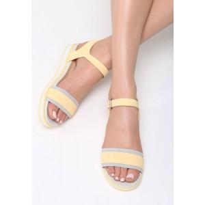Letné topánky na platforme žltej farby