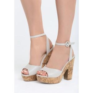 Sandále na platforme a vysokom podpätku