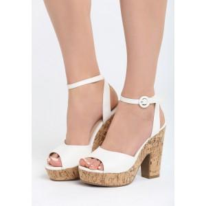 ebdd1b3e55229 Bielo zlaté dámske sandále na tenkom podpätku - fashionday.eu