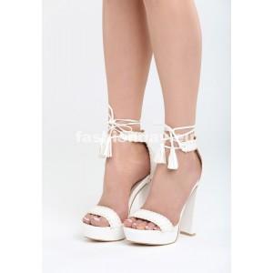 Biele sandále na platforme