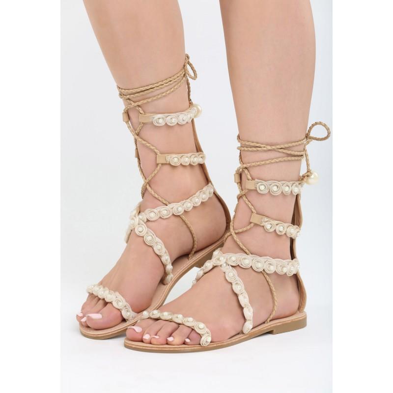 8a4547e361b79 Letné sandálky béžovej farby s ozdobami