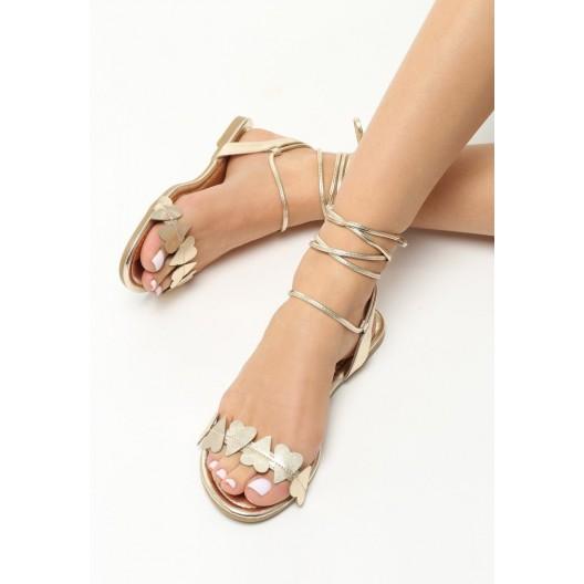 Letné sandálky zlatej farby s viazaním